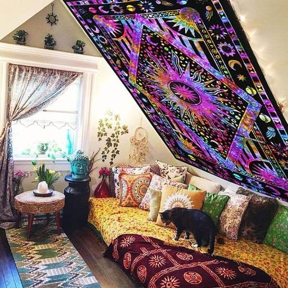 7 Easy Steps How to Hang A Tapestry on Ceiling