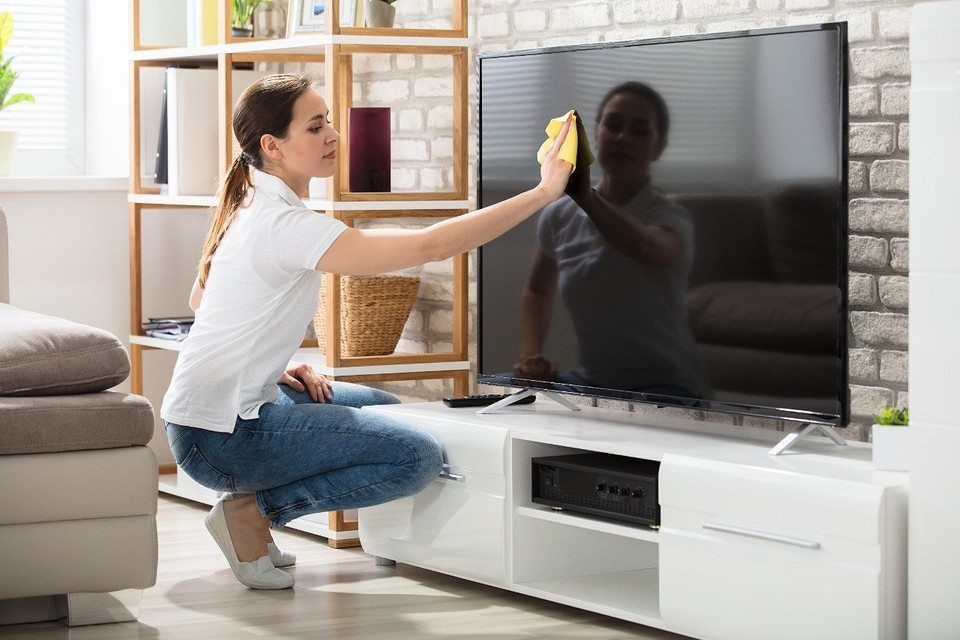 Your TV will be as good as new: 6 best tips on how to clean TV screen
